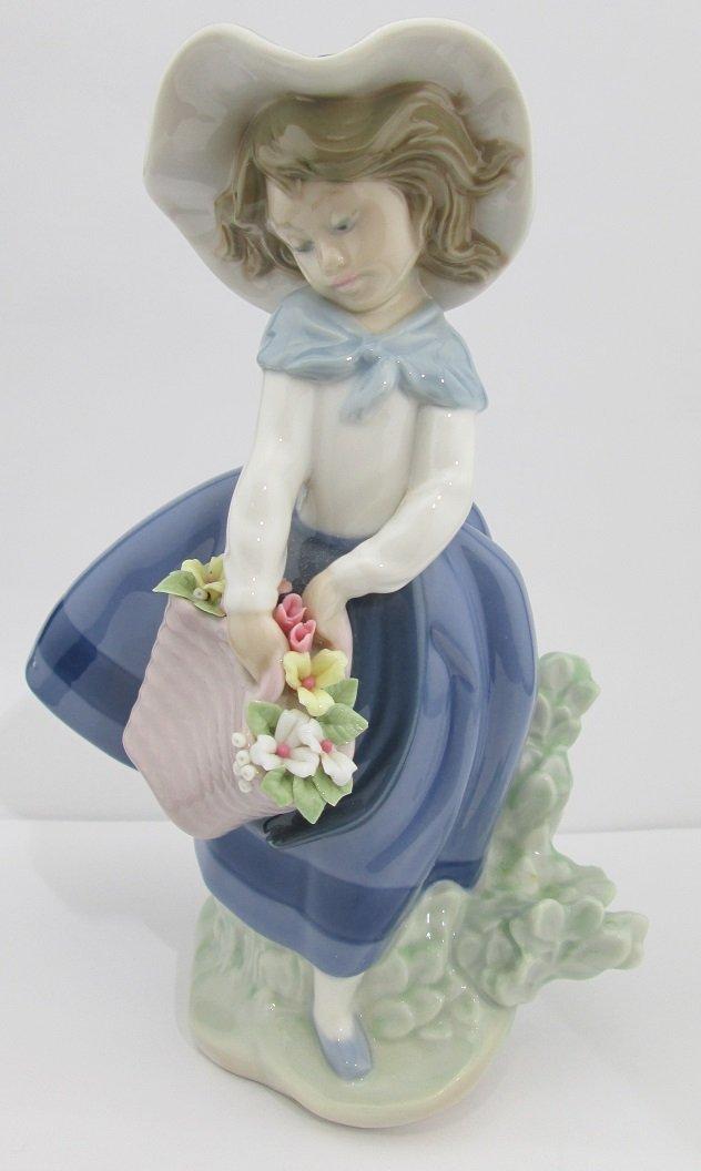 "Lladro Porcelain ""Pretty Pickings"""