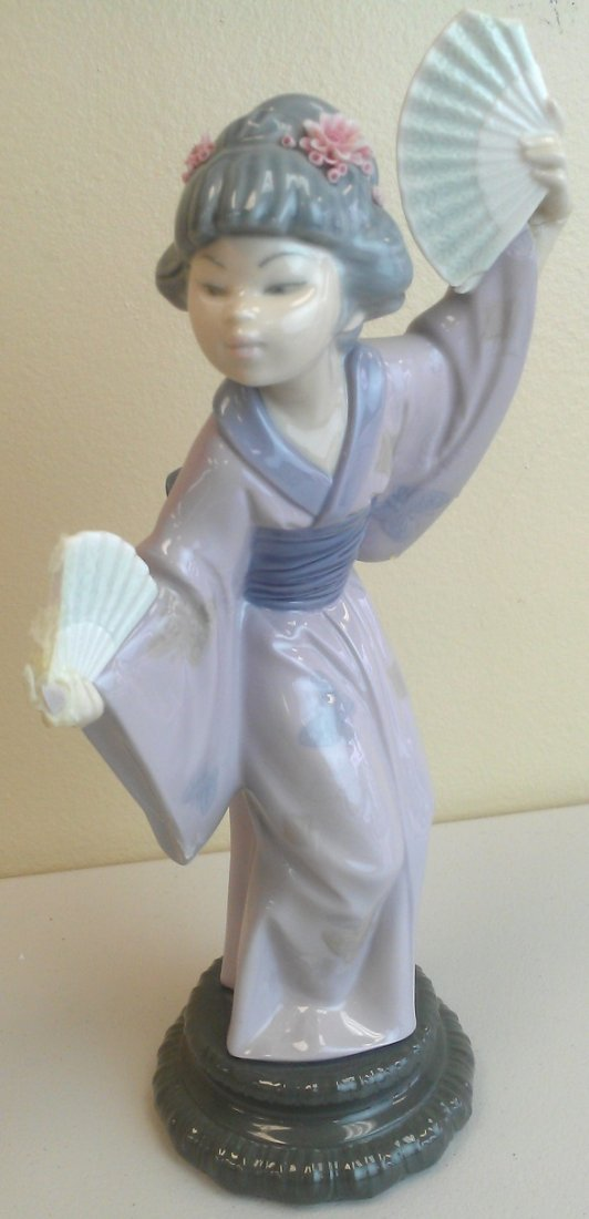 LLADRO PORCELAIN FIGURE MADAME BUTTERFLY