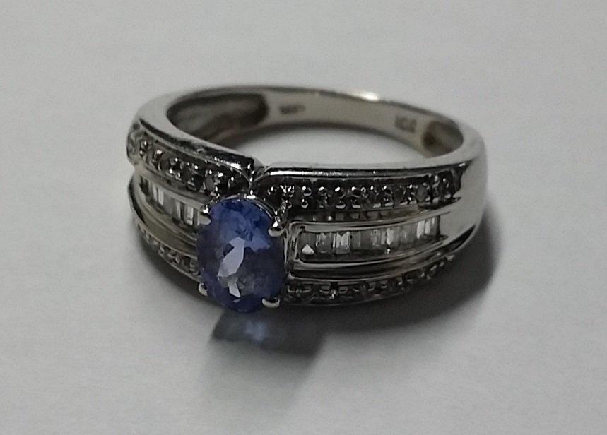 Beautiful 14kt White Gold Diamond & Tanzanite Ring