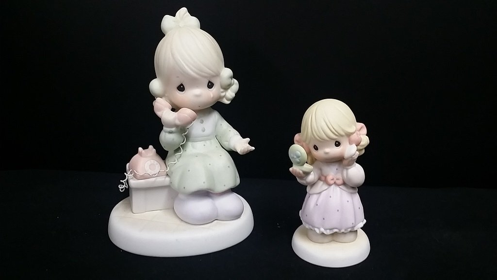 Pair of Precious Moments Figurines