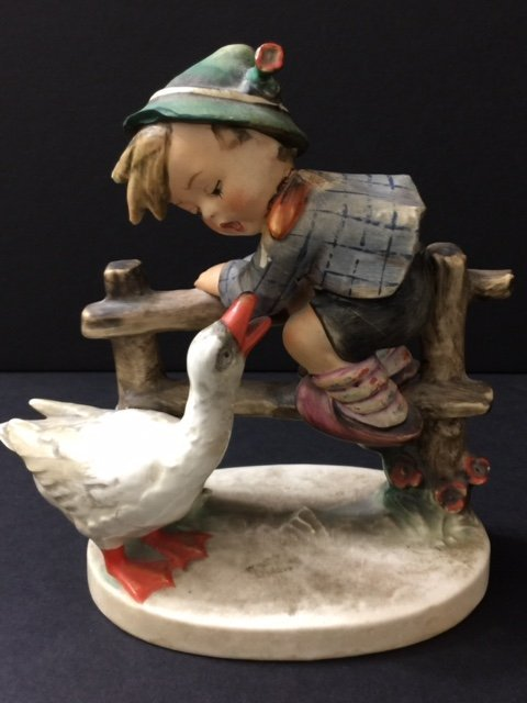 1948 Full Bee MJ HUMMEL W. Germany Goebel Figurine