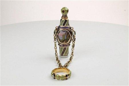 A  Geneva Gold and Enamel Pendant Scent bottle
