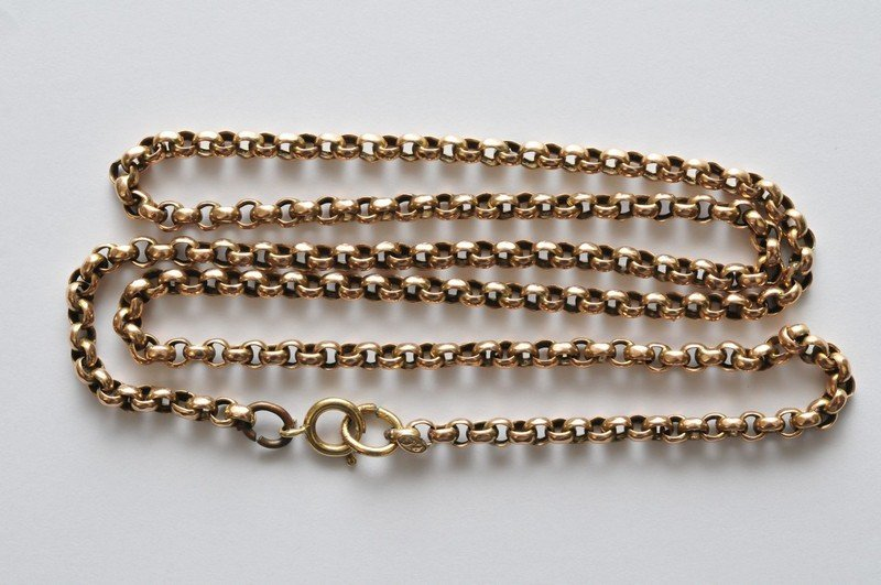a 9ct yellow gold belcher chain necklace