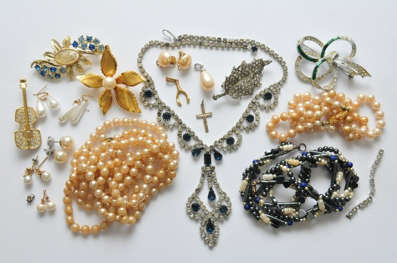 A collection of simulated and cultured pearl earrings i