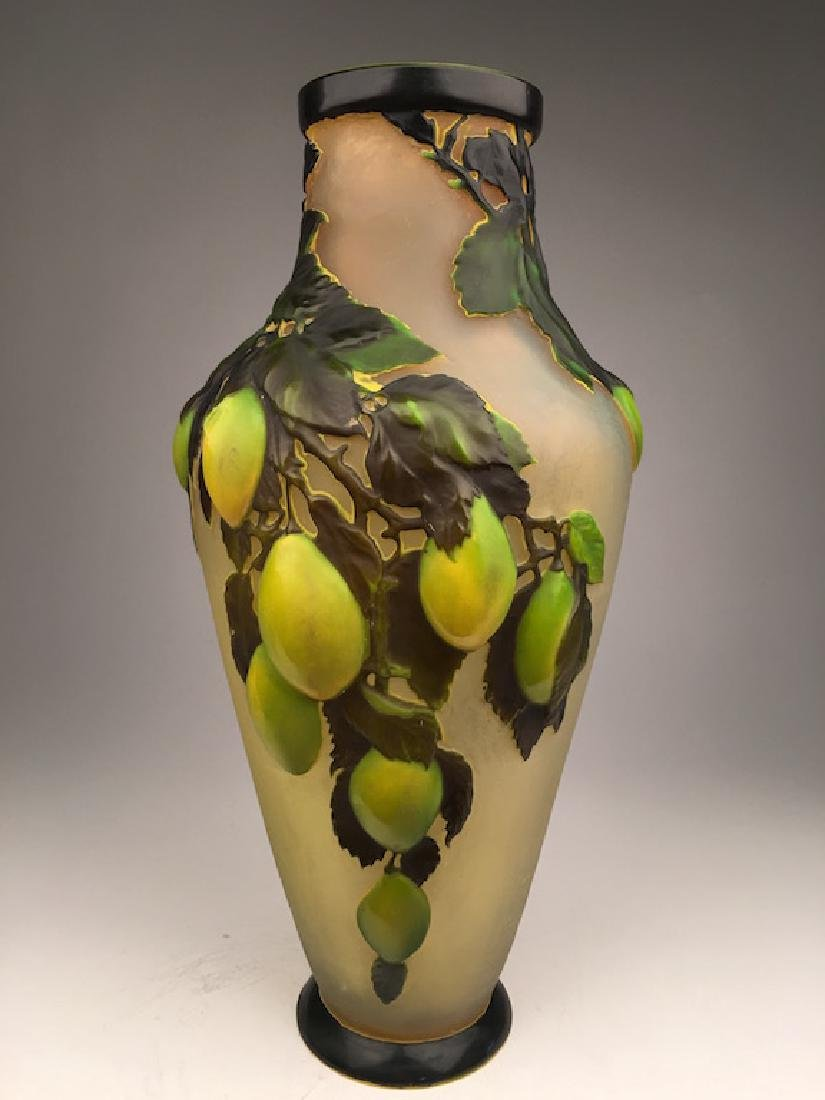 Galle blow out vase. Large apples all arounf with stems