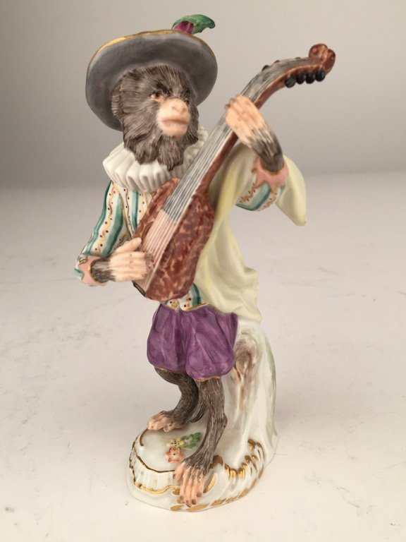 Meissen monkey band member playing a mandolin.