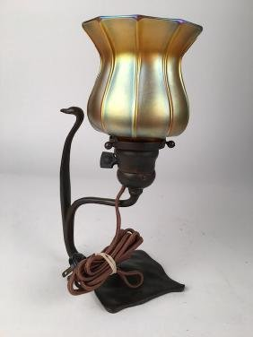 Tiffany Studios New York single light lamp rests on a