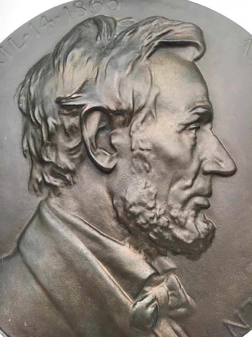 Abraham Lincoln wall plaque. - 2