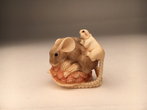 Carved netsuke figure a small mouse