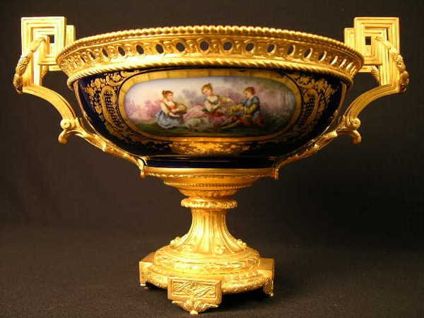 """2036:  """"SERVES CENTERPIECE WITH GOLD DORE RING HANDLES"""
