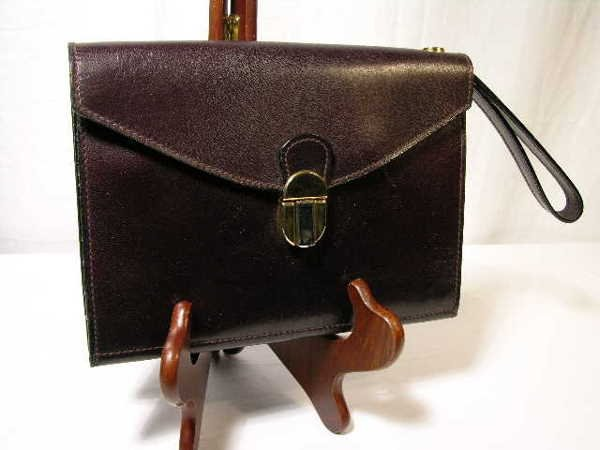 2256: GUCCI CHOCOLATE BROWN MEN'S CARRY BAG TO HOLD THE