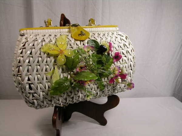 2272: VINTAGE STRAW TYPE HANDBAG IN WHITE WITH YELLOW P