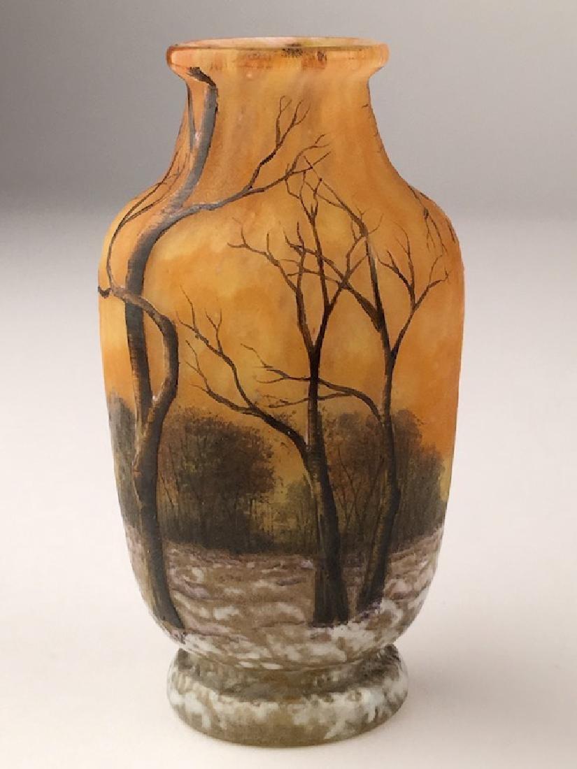 Minature Daum vase of a winter scene. - 3