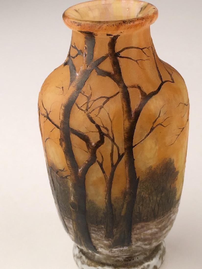 Minature Daum vase of a winter scene. - 4