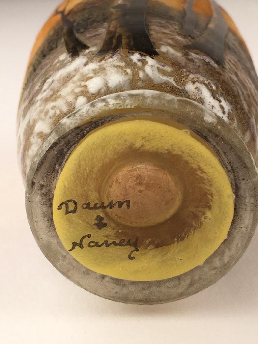Minature Daum vase of a winter scene. - 6