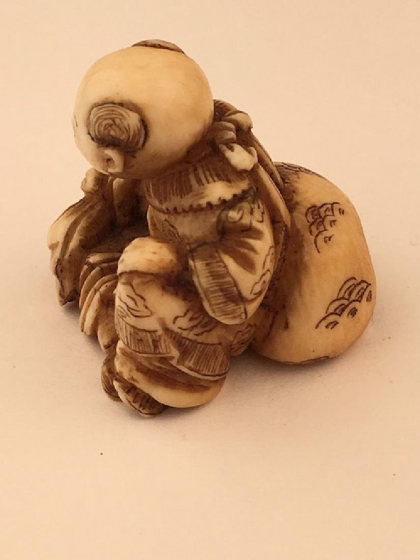 Antique carved Netsuke figure of a sitting person with - 3