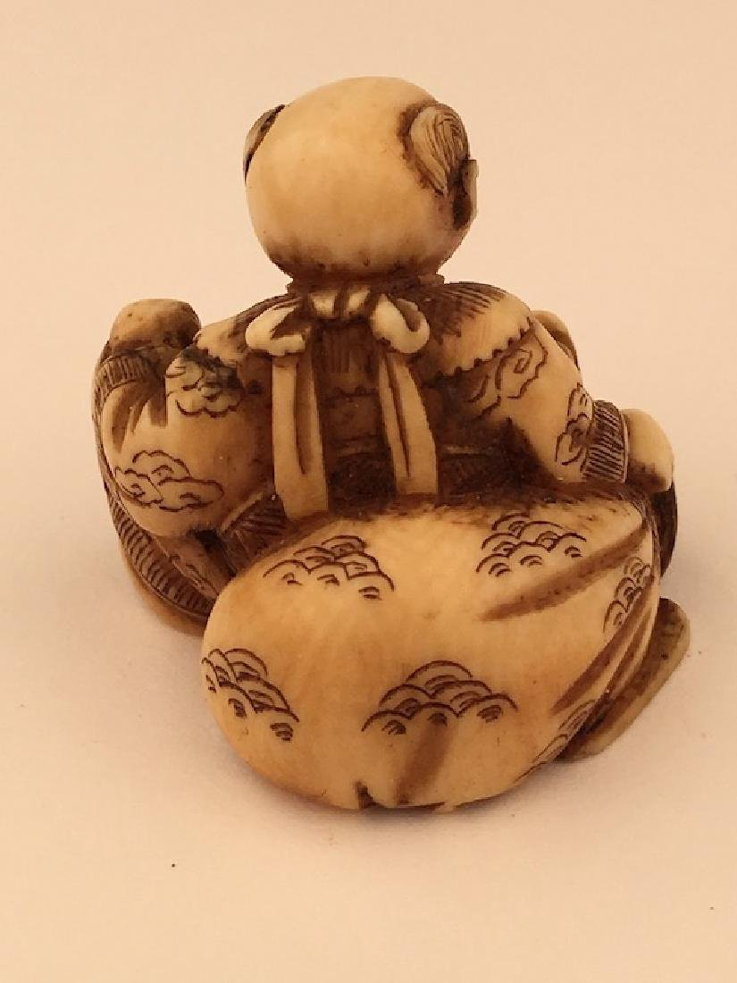 Antique carved Netsuke figure of a sitting person with - 4