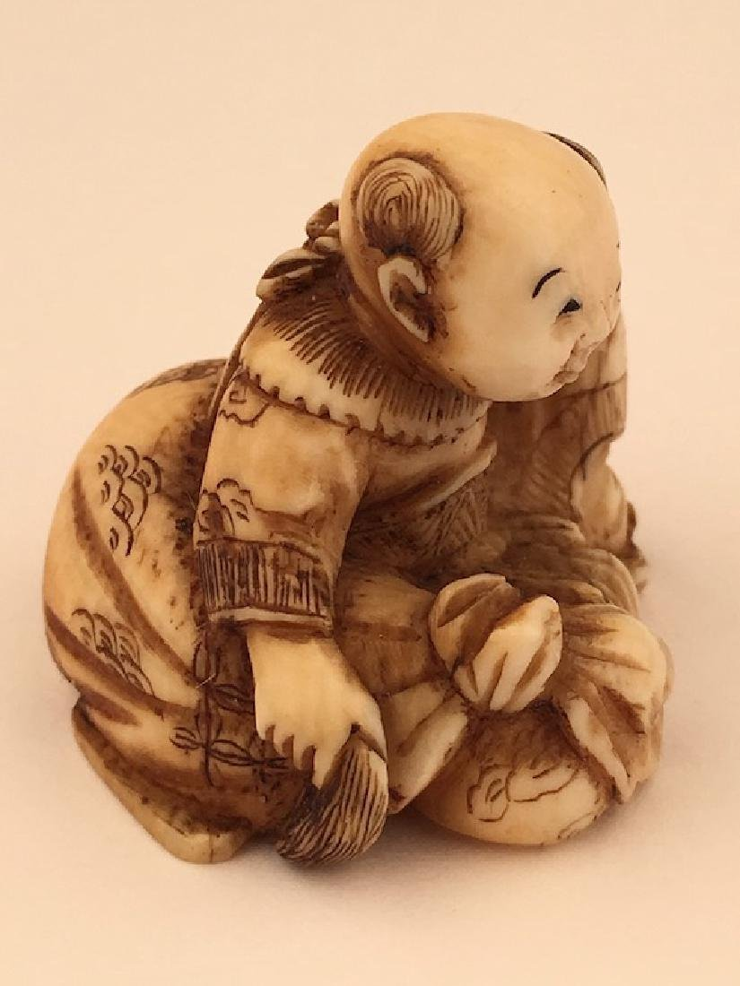 Antique carved Netsuke figure of a sitting person with - 5