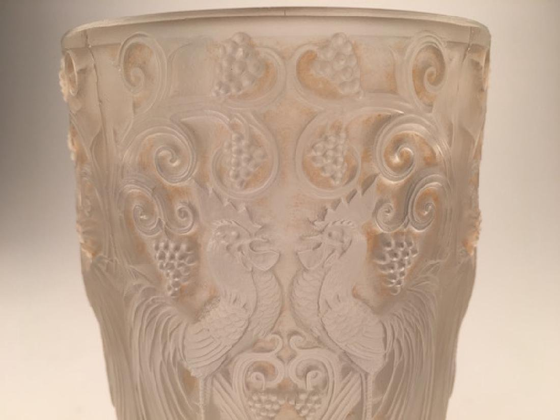 "Rene Lalique ""Coq et Raisins"" vase in clear and frosty - 2"