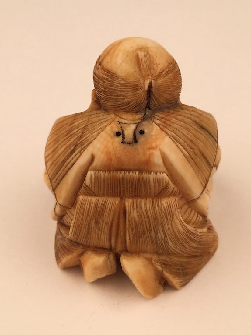 Antique carved Netsuke figure of a woman preparing food - 4