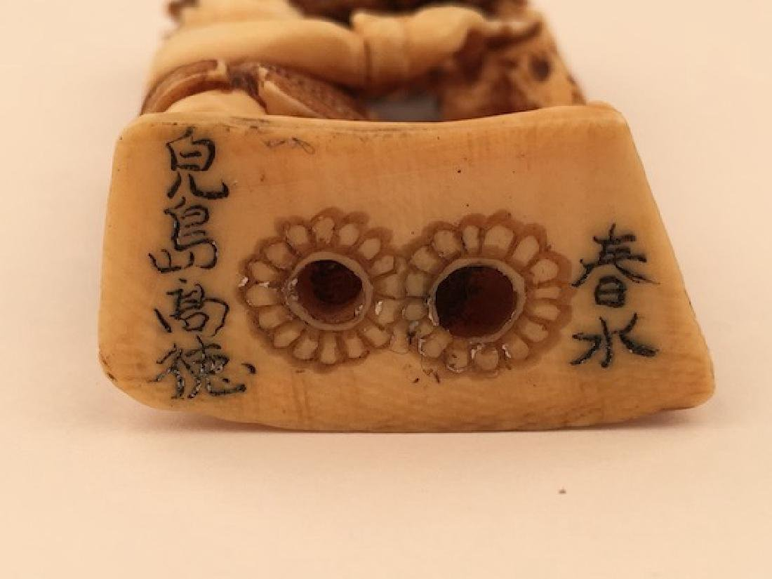 Antique carved Netsuke figure of a man under a lotus - 5