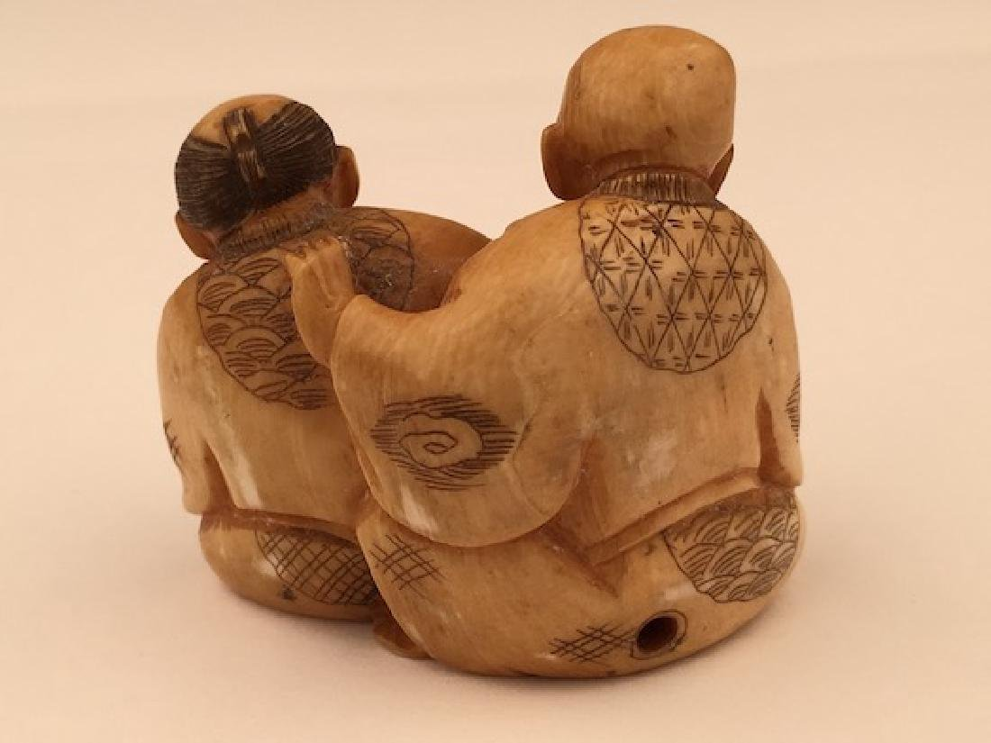 Antique carved Netsuke figure of a man and lady with a - 3