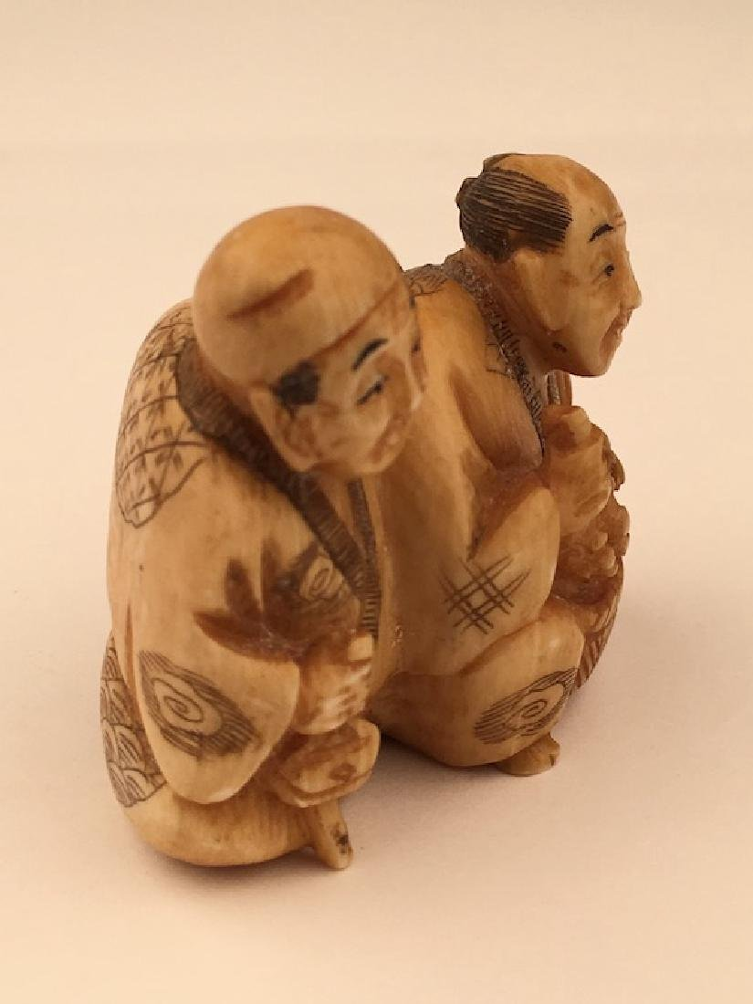 Antique carved Netsuke figure of a man and lady with a - 4