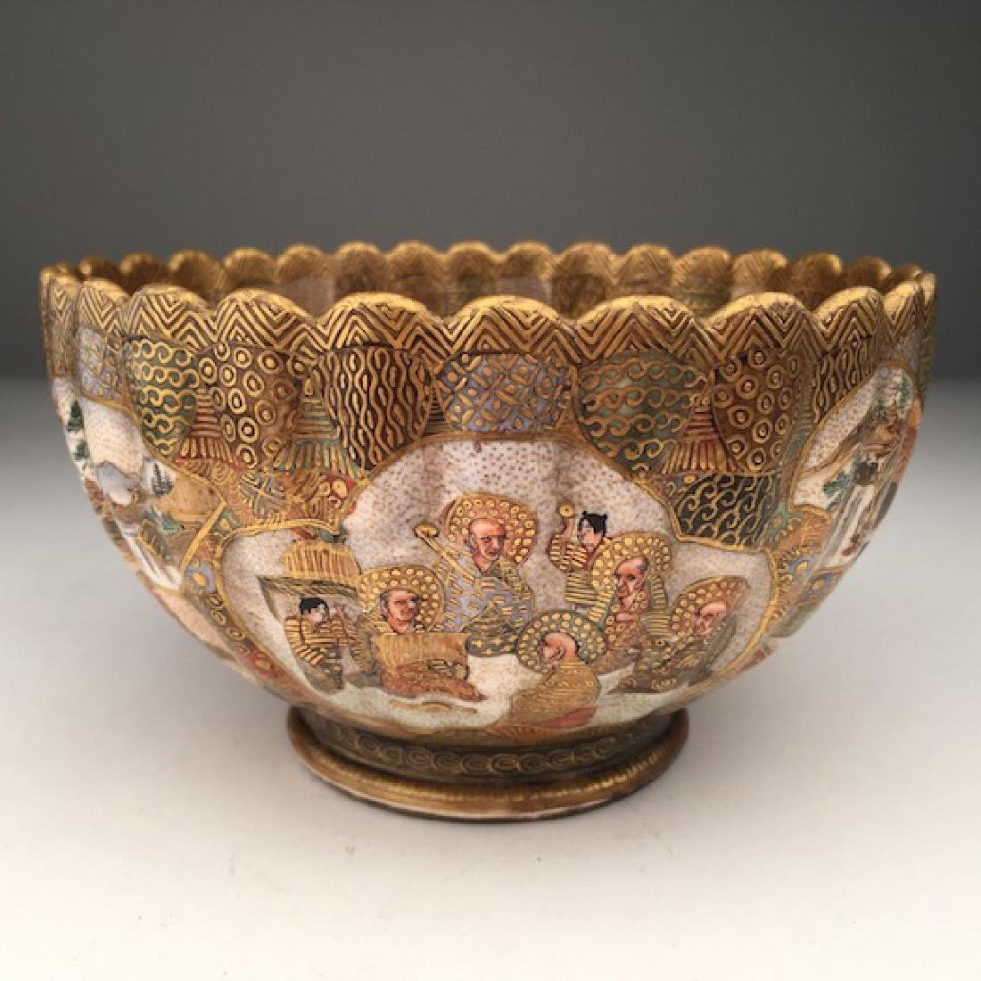 A very well done Japanese Satsuma scalloped edge bowl. - 3