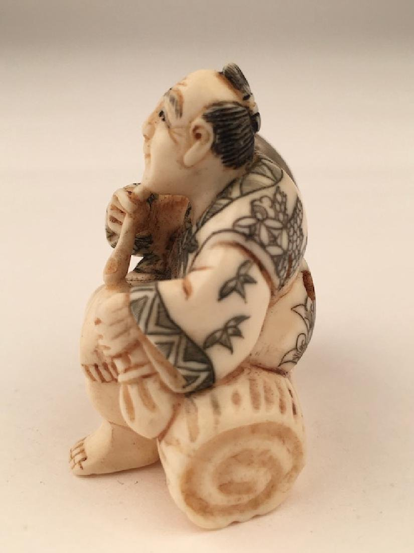 Antique carved Netsuke figure of a man and monkey - 2