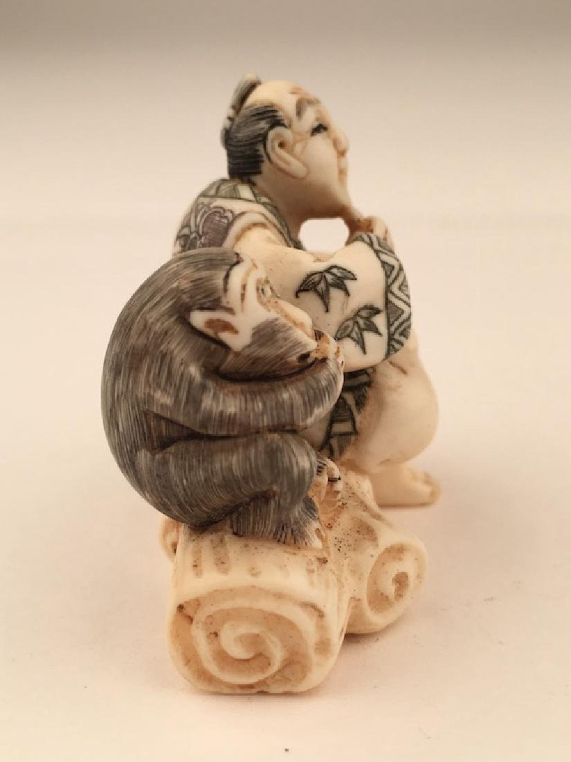 Antique carved Netsuke figure of a man and monkey - 4