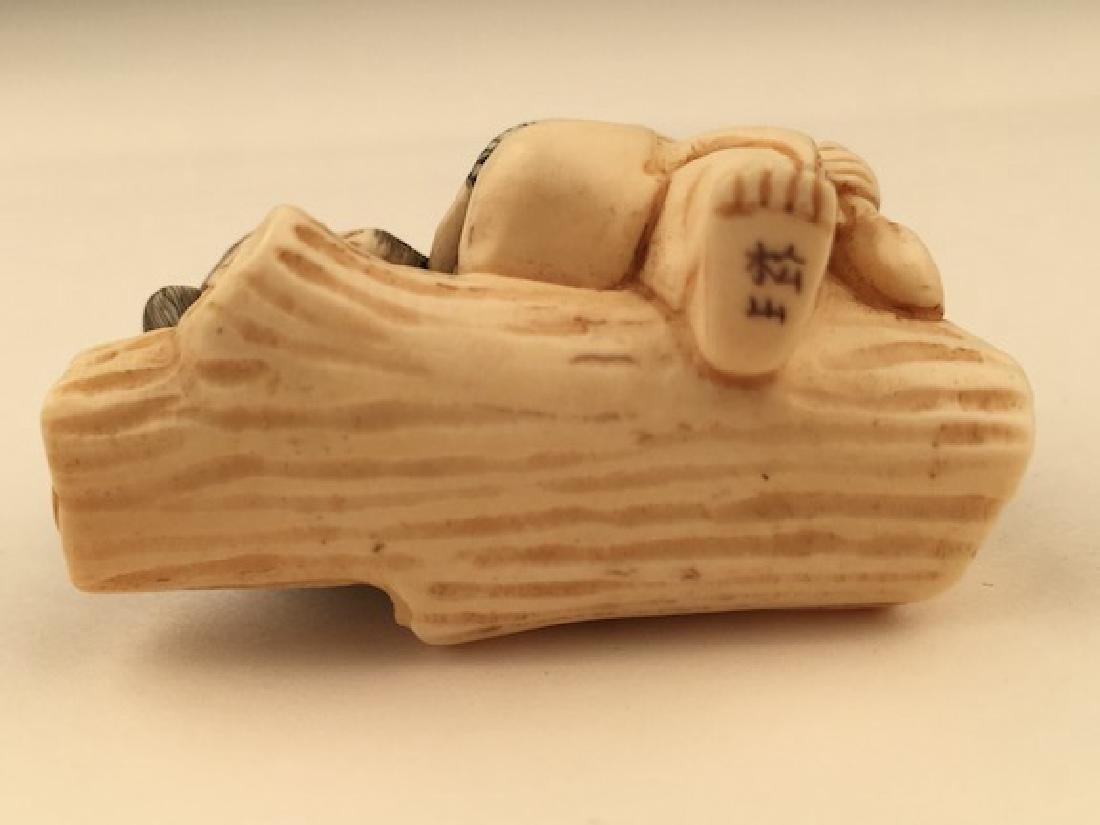Antique carved Netsuke figure of a man and monkey - 5