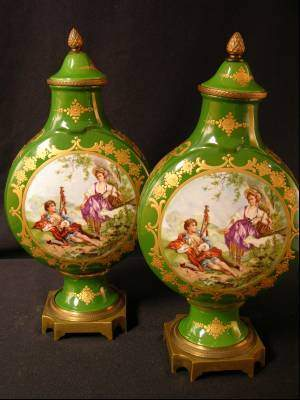 PAIR OF 19 TH CENTURY SEVRES URNS WITH A COURTIN