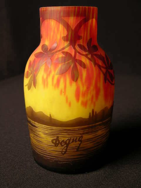 2905: CAMEO VASE  DECORATED WITH ALL AROUND SCENES OF A