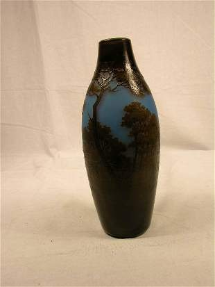 """CAMEO VASE """"ARGENTAL"""". A SCENIC CAMEO VASE ALL AR"""