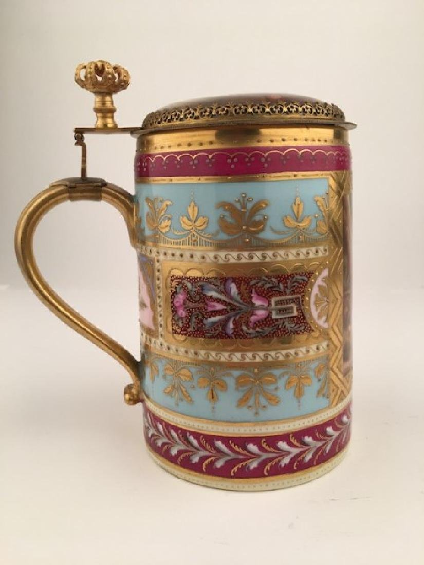 Royal Vienna stein with hindged lid. Decorated with