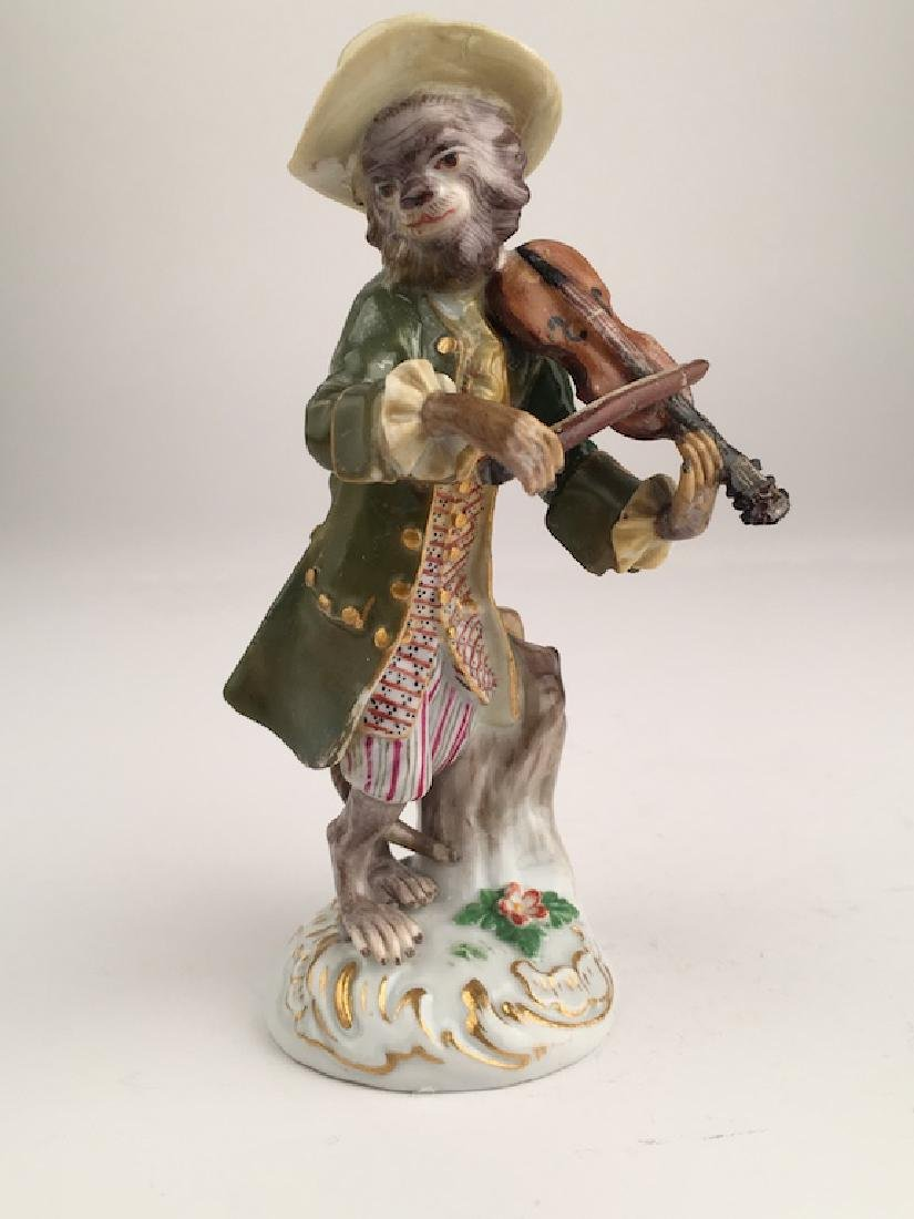Meissen monkey band member playing a violin.