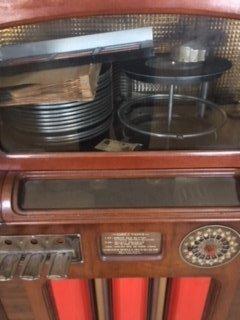 Circa 1933 Wurlitzer 16 record juke box. - 2