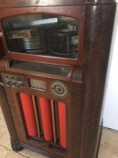 Circa 1933 Wurlitzer 16 record juke box. - 5