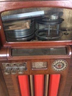 Circa 1933 Wurlitzer 16 record juke box. - 6