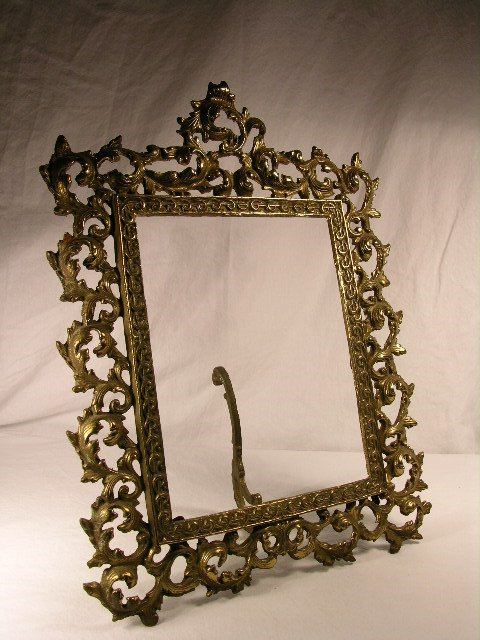 """3134: ANTIQUE  VICTORIAN PICTURE FRAME. 8"""" X 10""""."""