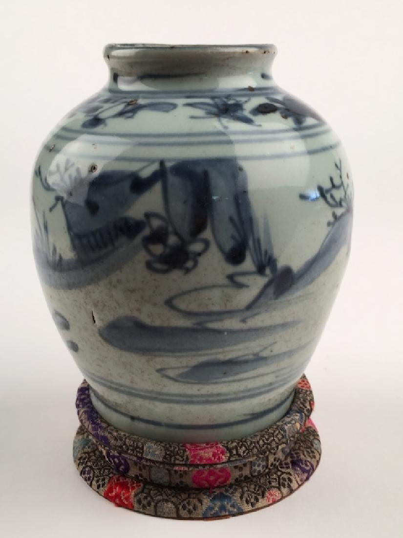 A very good Chinese Ming period (1368-1644) vase. - 2