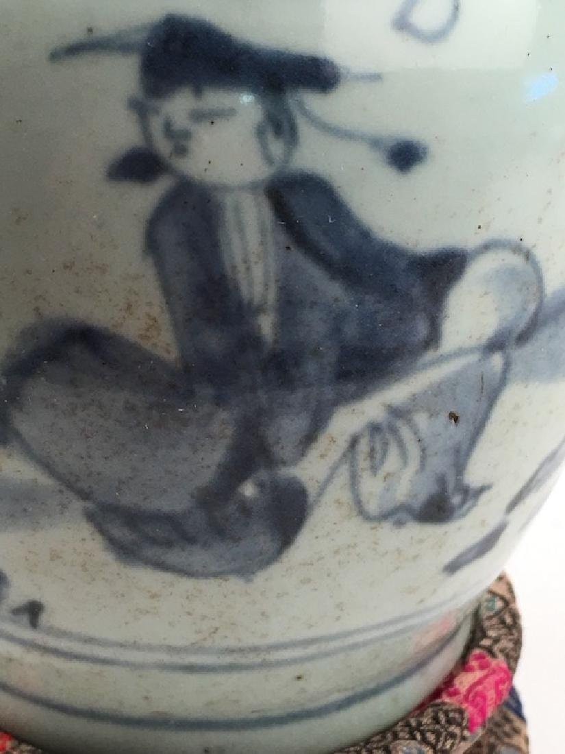 A very good Chinese Ming period (1368-1644) vase. - 4