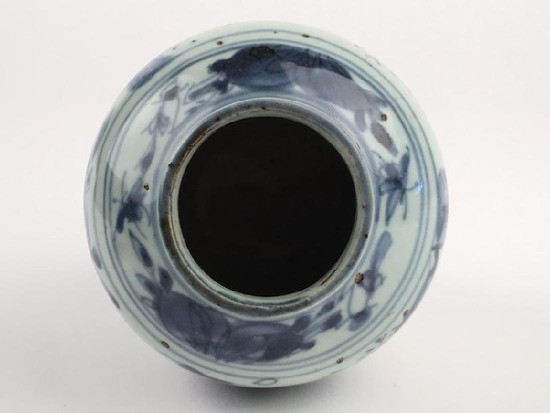 A very good Chinese Ming period (1368-1644) vase. - 6