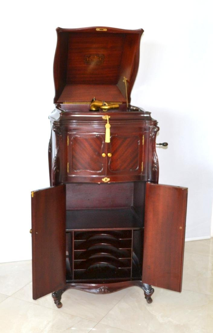 VICTOR VICTROLA XVIII   A top-of-the-line model in it's