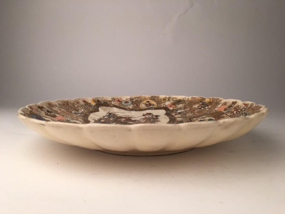 Antique Japanese Satsuma scalloped edge plate. - 2