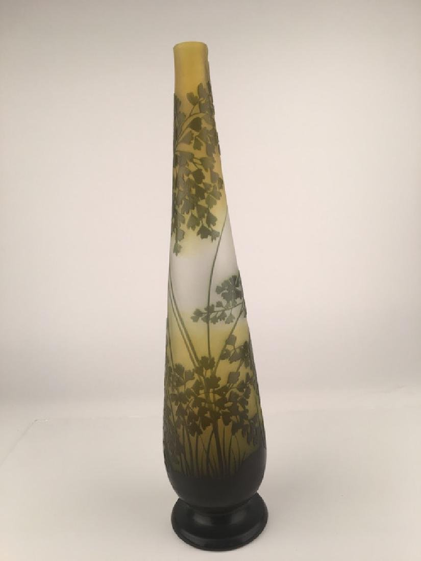 Galle green vase with dark green leaves in cameo. - 4