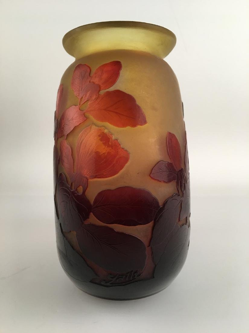 Galle cameo vase with a oval shape and wide oval mouth. - 4