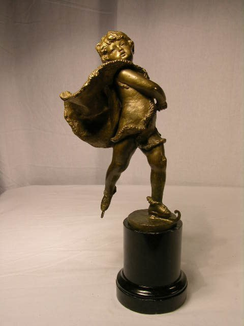 3809: BRONZE FIGURE OF A YOUNG GIRL SKATING. SIGNED.