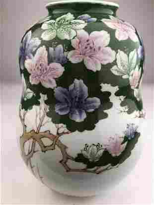 20 th century Japanese porcelain vase signed Genroku.