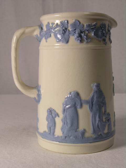 4096: WEDGEWOOD : ENGLISH. QUEENS WARE.CREAMER OR SMALL